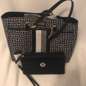 Tommy Hilfiger purse plus black logo Wristlet